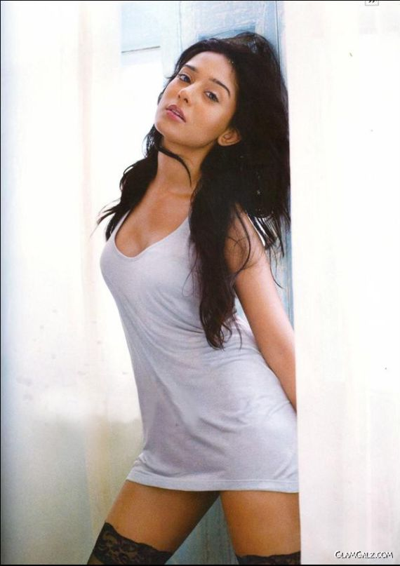 Amrita Rao Heating Up Maxim India
