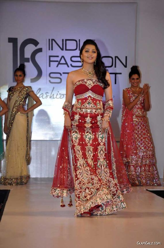 Bhoomika Chawla Looking Gorgeous On The Ramp