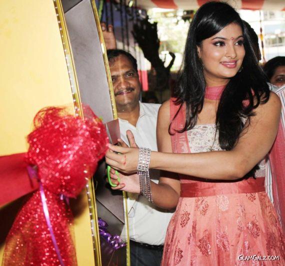 Sayali Bhagat Launches Gitanjali's Gold ATM