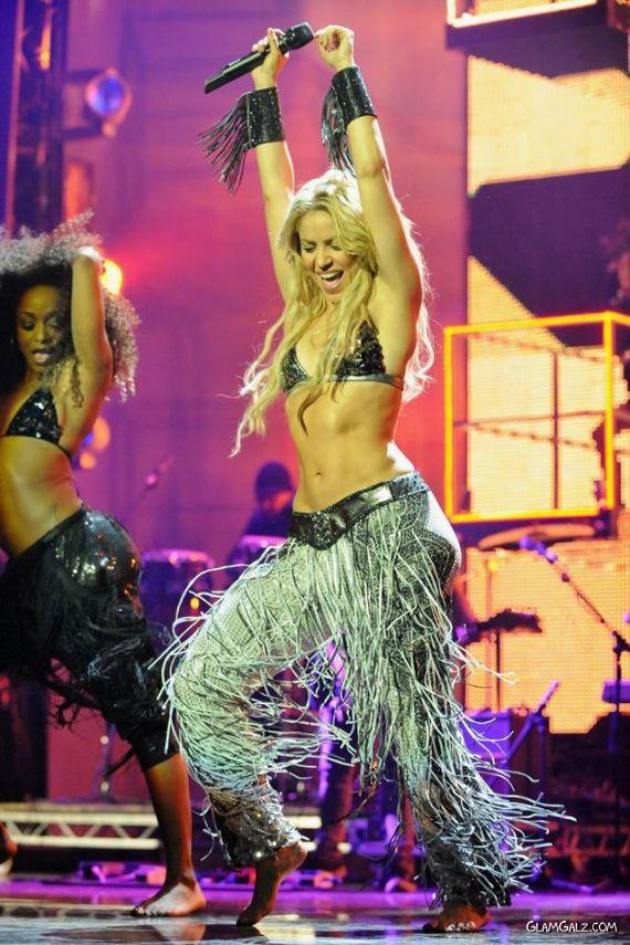 Shakira Rocks Up MTV Europe Music Awards