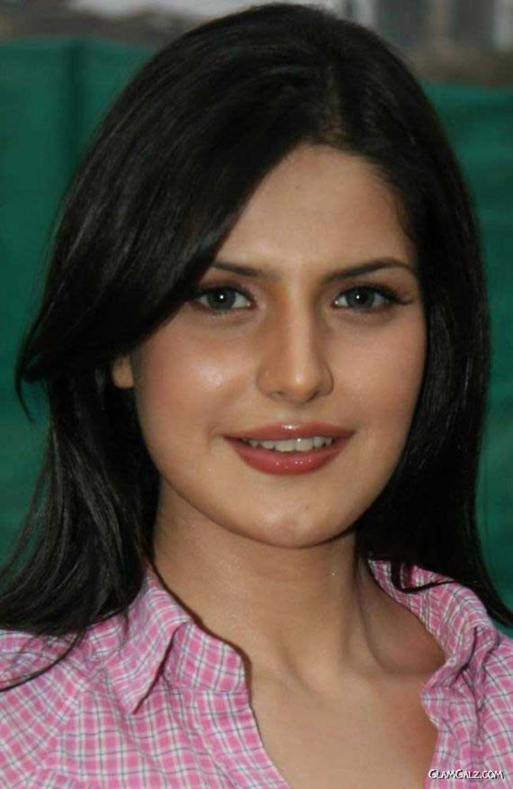 Zarine Khan at Tennis Academy