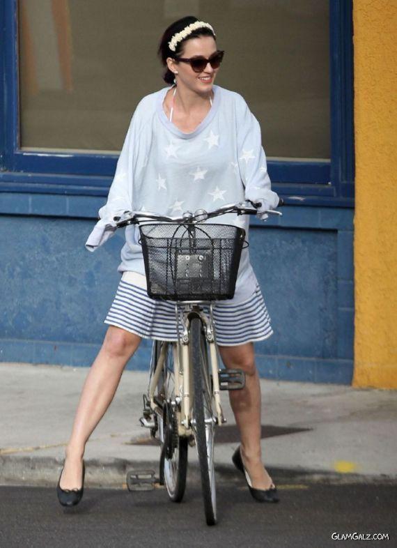 Katy Perry Bike Ride At The Venice Beach
