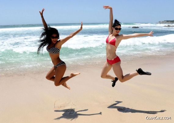Krysten Ritter And Nichole Learning To Surf