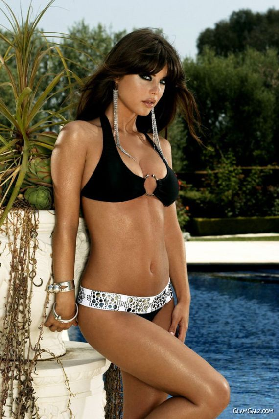 Glamorous Nicole Marie Lenz