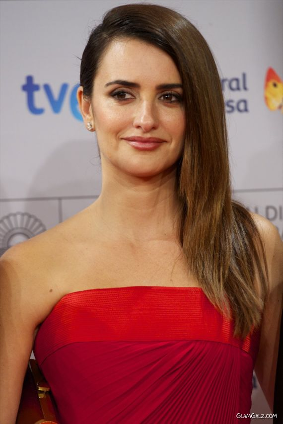 Gorgeous Penelope Cruz At Venuto Al Mondo Premiere