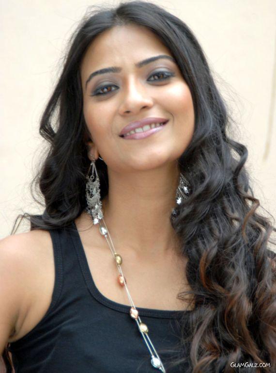Cute Indian Actress Aditi Sharma