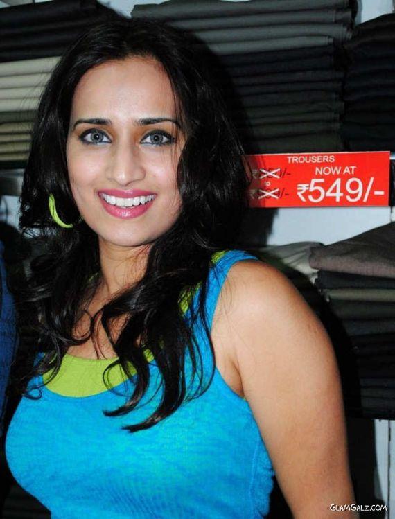 Indian Actress Chinmayi Ghatrazu