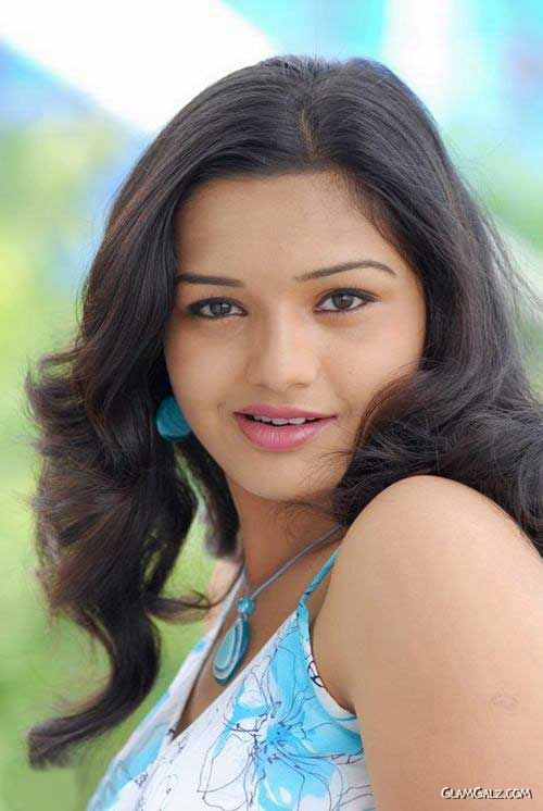 Pretty Tamil Beauty Yamini