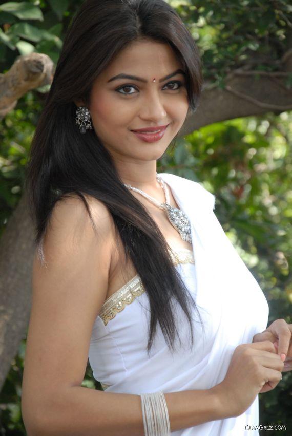 Beautiful Indian Actress Kunkuma