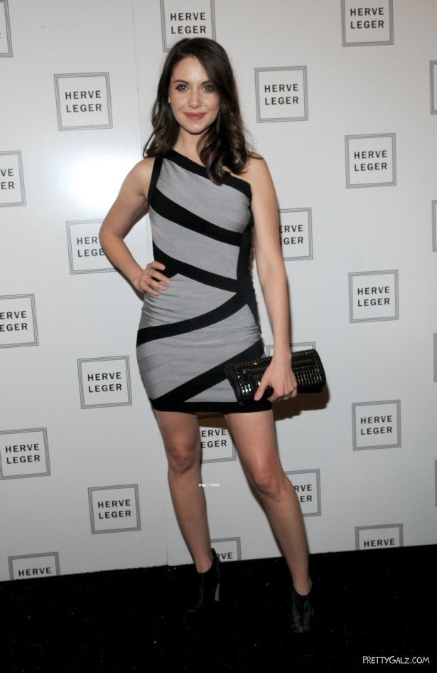 Alison Brie Poses