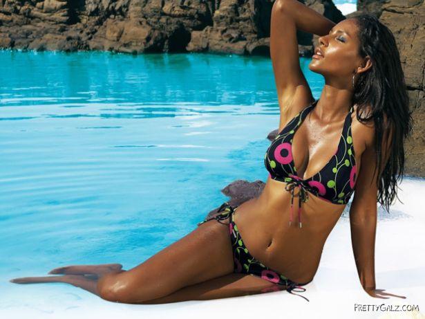 Black Beauty Emanuela De Paula