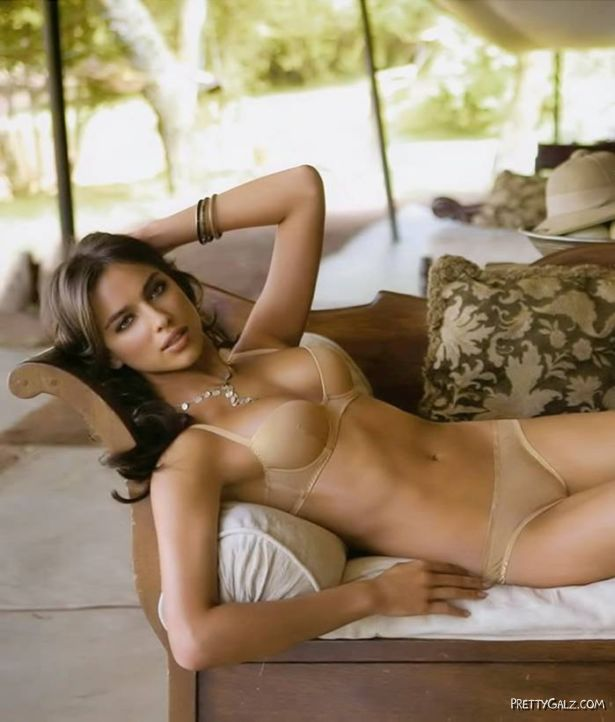 Irina Shayk For Exclusive Intimissimi Lingerie