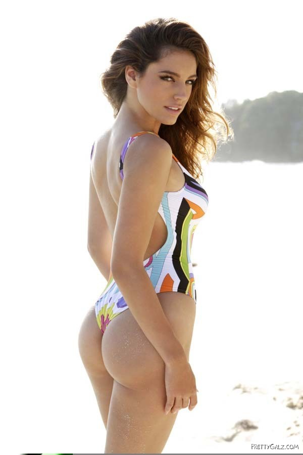 Kelly Brook Bikini Dance