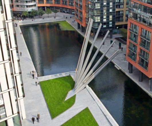 New London Bridge Opens And Closes Like A Fan